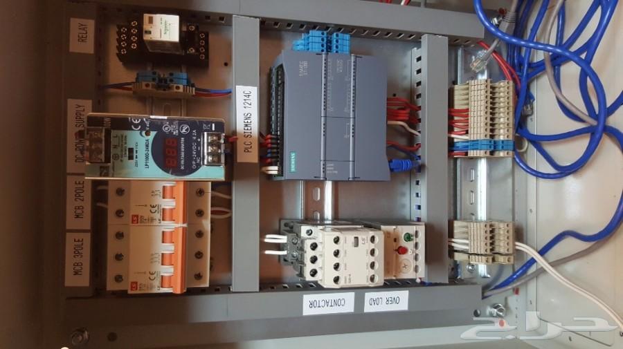صيانة لوحات تحكم كهرباء والات صناعية