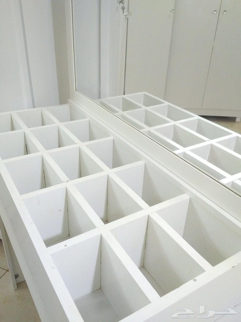 تسريحه بيضاء أو طاولة زينة للبيع