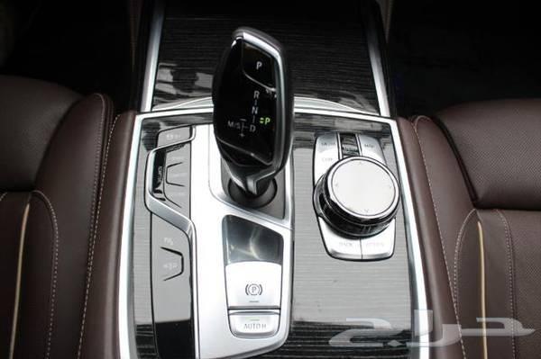 BMW 740i - 2016 - اسود
