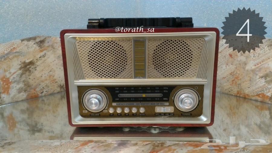 راديو جديد الصنع على شكل تراثي