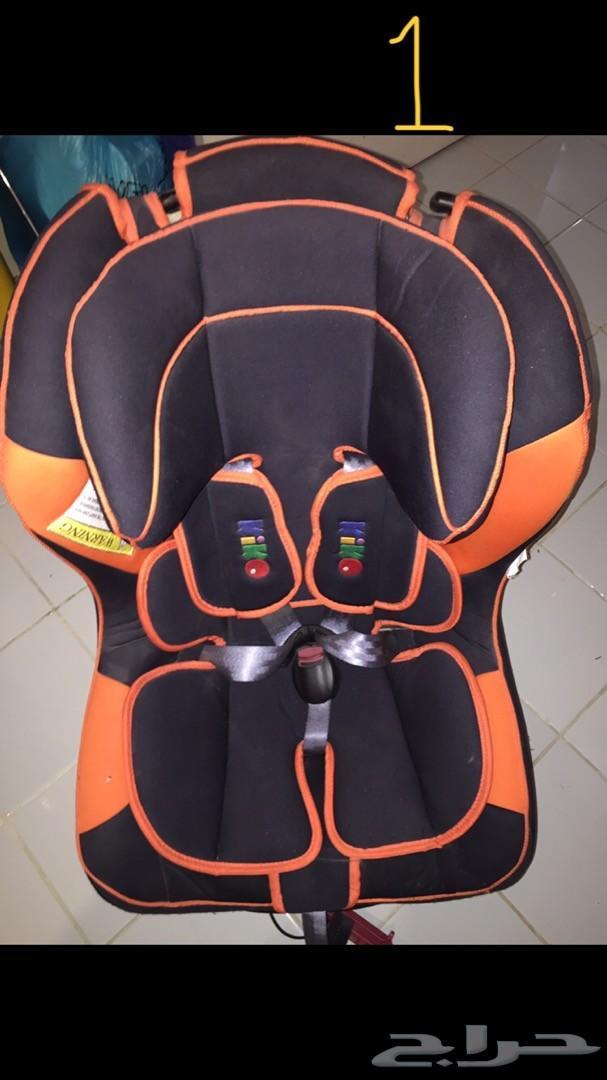 مقعد سيارة للأطفال و سرير مواليد و ثريا