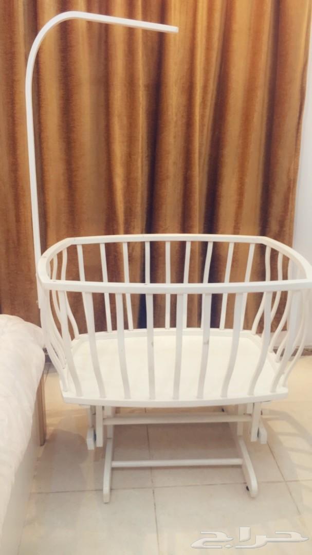 سرير اطفال هزاز للبيع