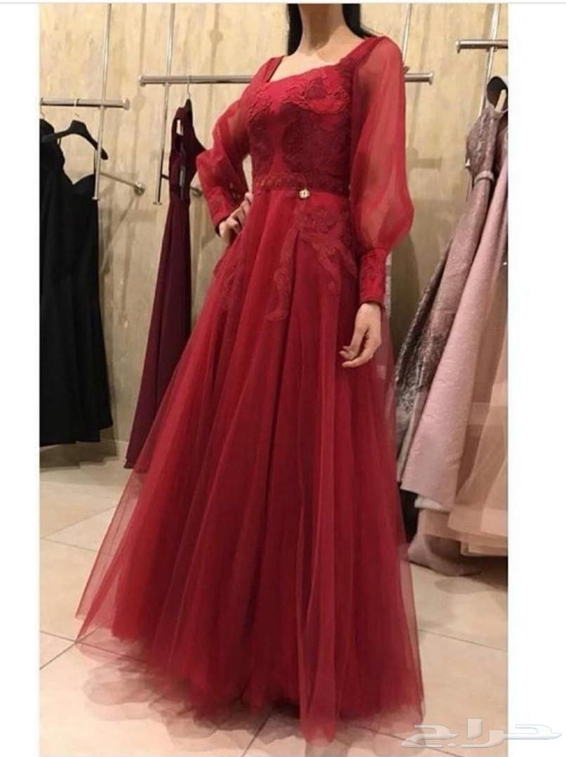 فستان أحمر من تصميم إيمان السحيم للبيع