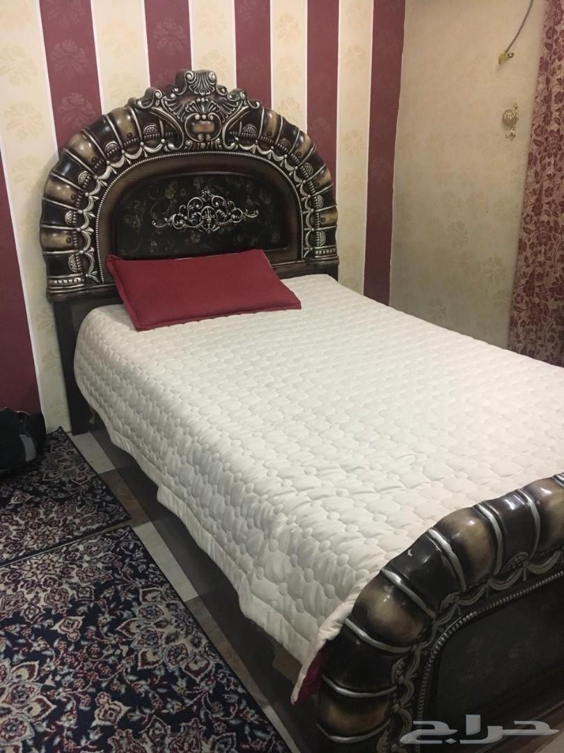 غرفة نوم (سرير دولاب و تسريحة ) .