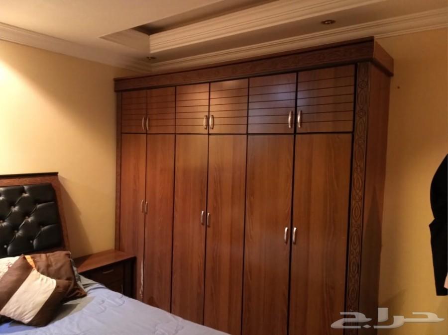 اثاث منزلي كنب. غرفة نوم. طاولة طعام.