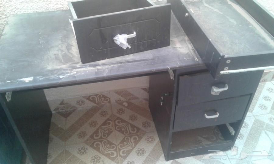 ثلاجه ومكتب مستعمله للبيع