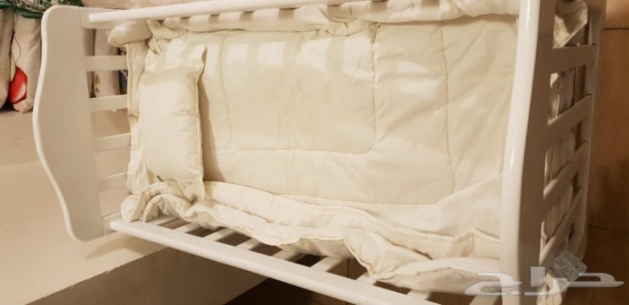 سرير مواليد للبيع