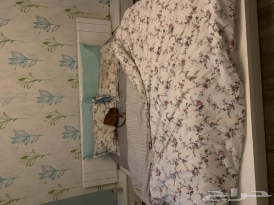 سرير من هوم سنتر