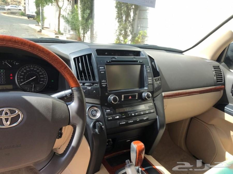 جيب لاندكروزر GXR3 موديل 2013 أبيض