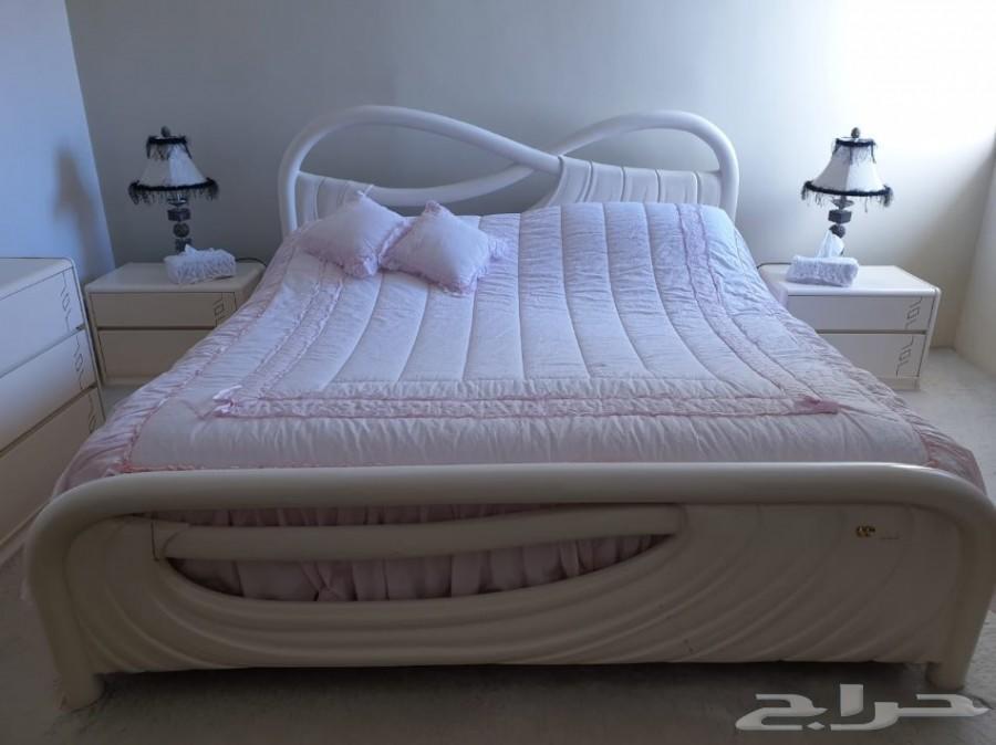 عدد 3 سرير مفرد وغرفة نوم بيضاء بحالة ممتازة