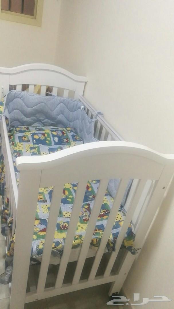 سرير أطفال جديد للبيع