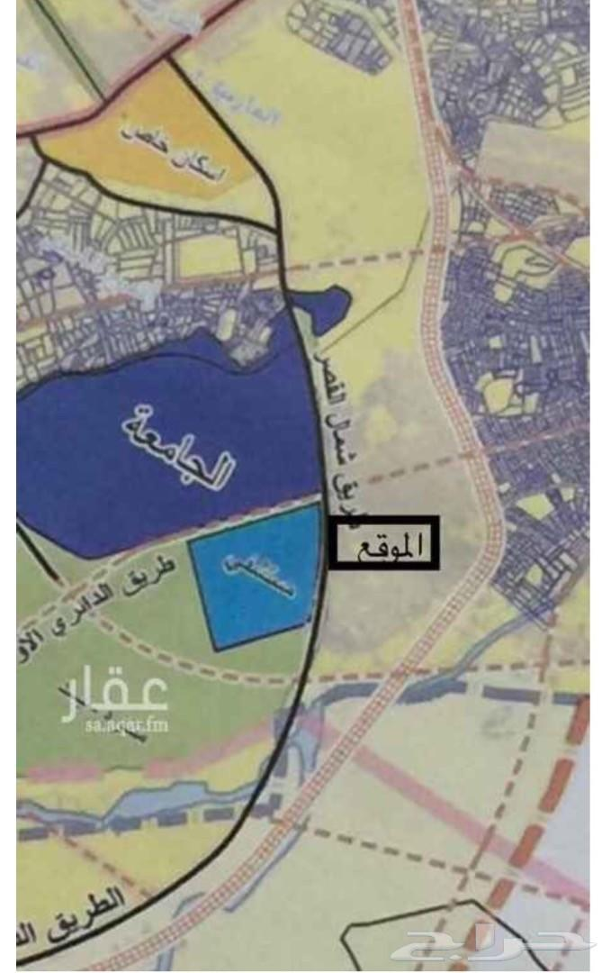 مجمع تجاري للبيع أو الاستثمار  أربعة شوارع