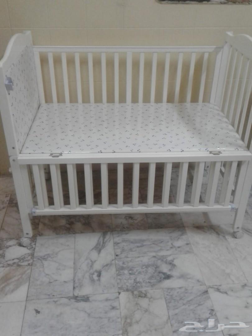 سرير أطفال وعربة أطفال