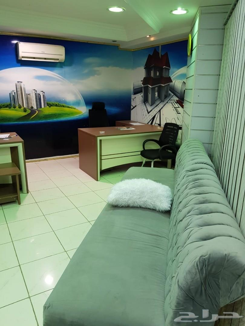 مكتب فاخر للتقبيل .سوق الرياض للتعمير
