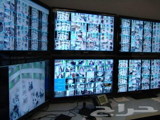 كاميرات مراقبة وأنظمة التحكم بالدخول