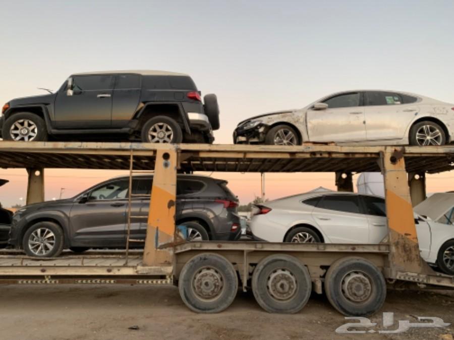 سيارات مصدومة وغرقانة