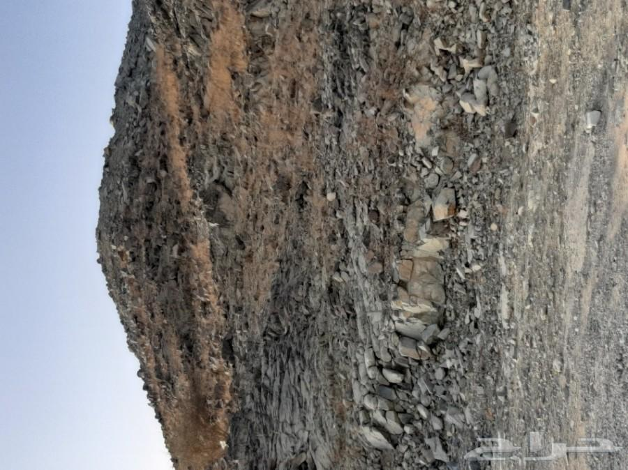 قمه جبل مساحه اكثرمن3000 مطله بالحرزات
