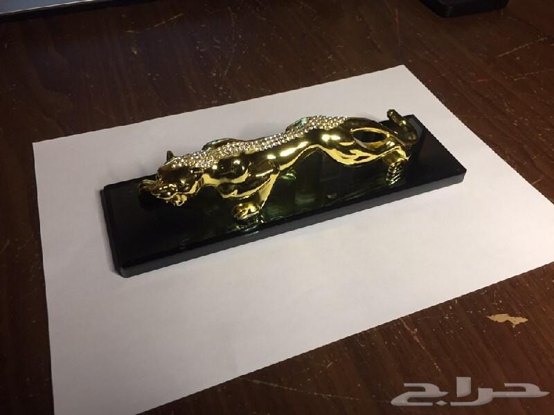 تمثال فهد رجاج ومعدن فاخر