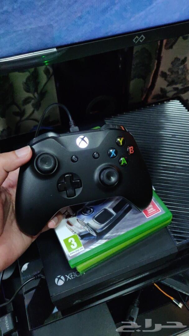 للبيع اكسبوكس ون Xbox One مع قيم باس 3 شهور.