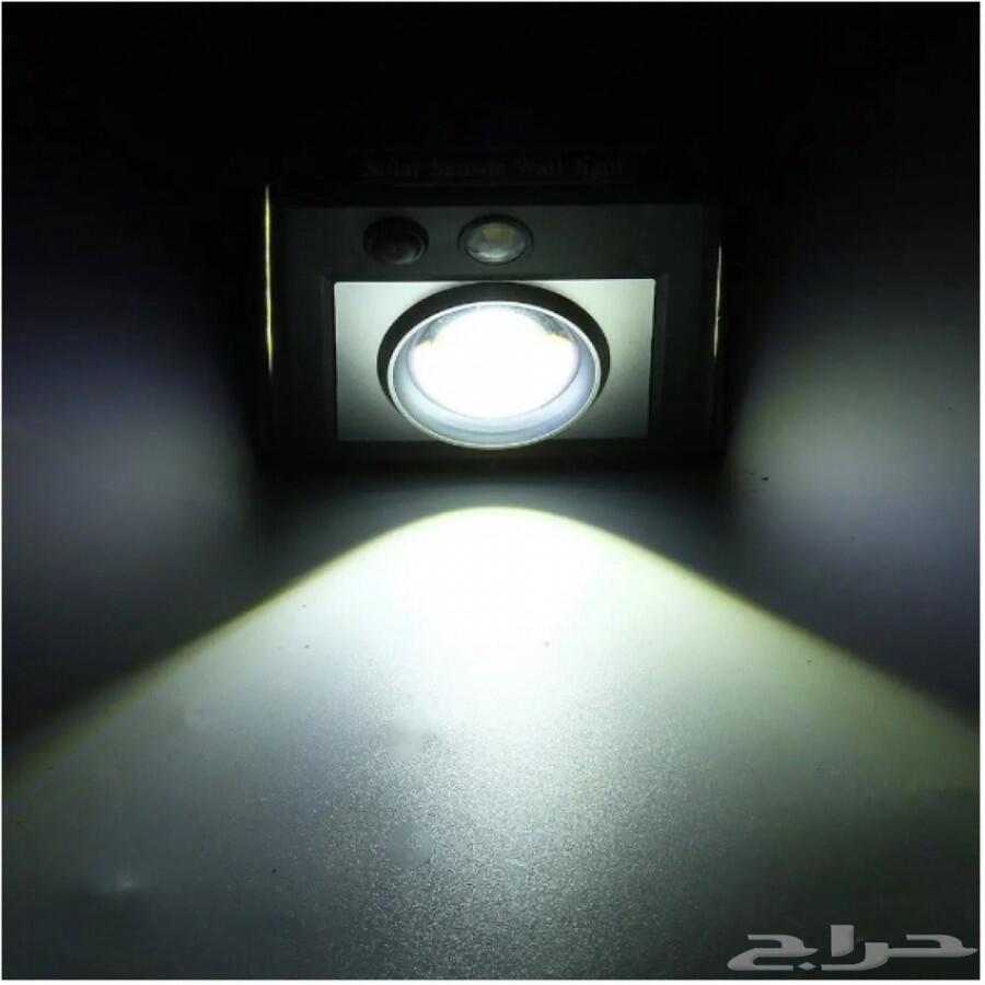 مصباح خارجي مستشعر للحركة بالطاقة الشمسية