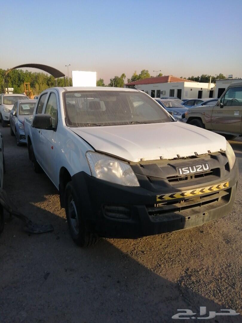حراج السيارات   مجموعة سيارات وانيت اسوزو مصدومه.